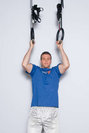 Bend your elbows and pull your chest up towards the rings. Your legs should remain still.